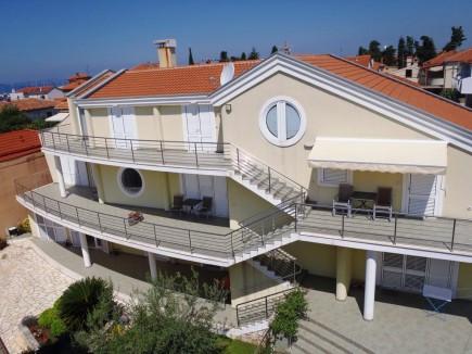 Houses   580.00m2   Zadar   Brodarica